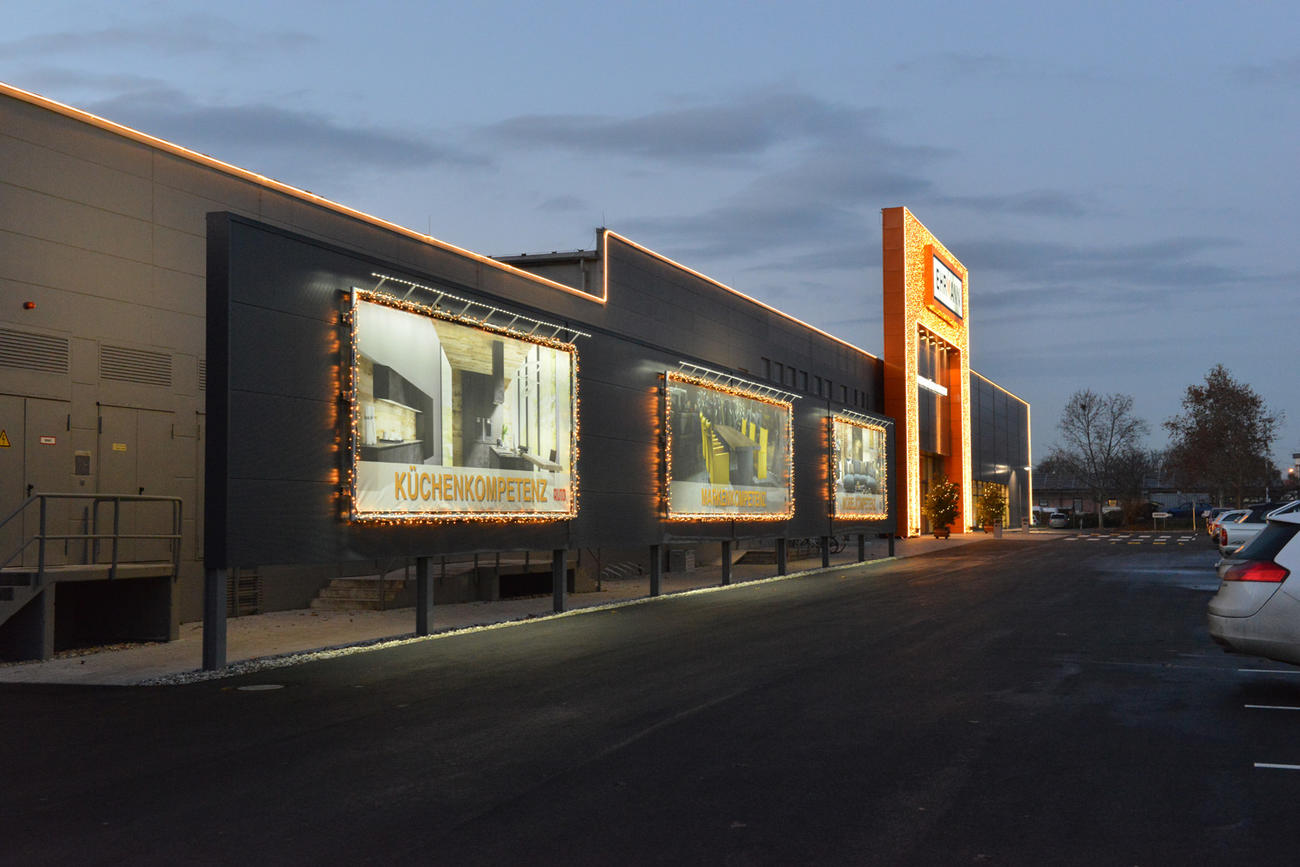 Projekte  Fassadenbeleuchtung  Startseite  Jaksch IDEE